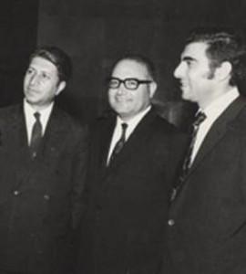 سه تن از پنج تن گروه پارلمانی حزب پان ایرانیست در سال 1348 از سمت چب: سرور شهید دکتر محمدرضا عاملی تهرانی، سرور دکتر اسماعیل فریور و سرور دکتر هوشنگ طالع